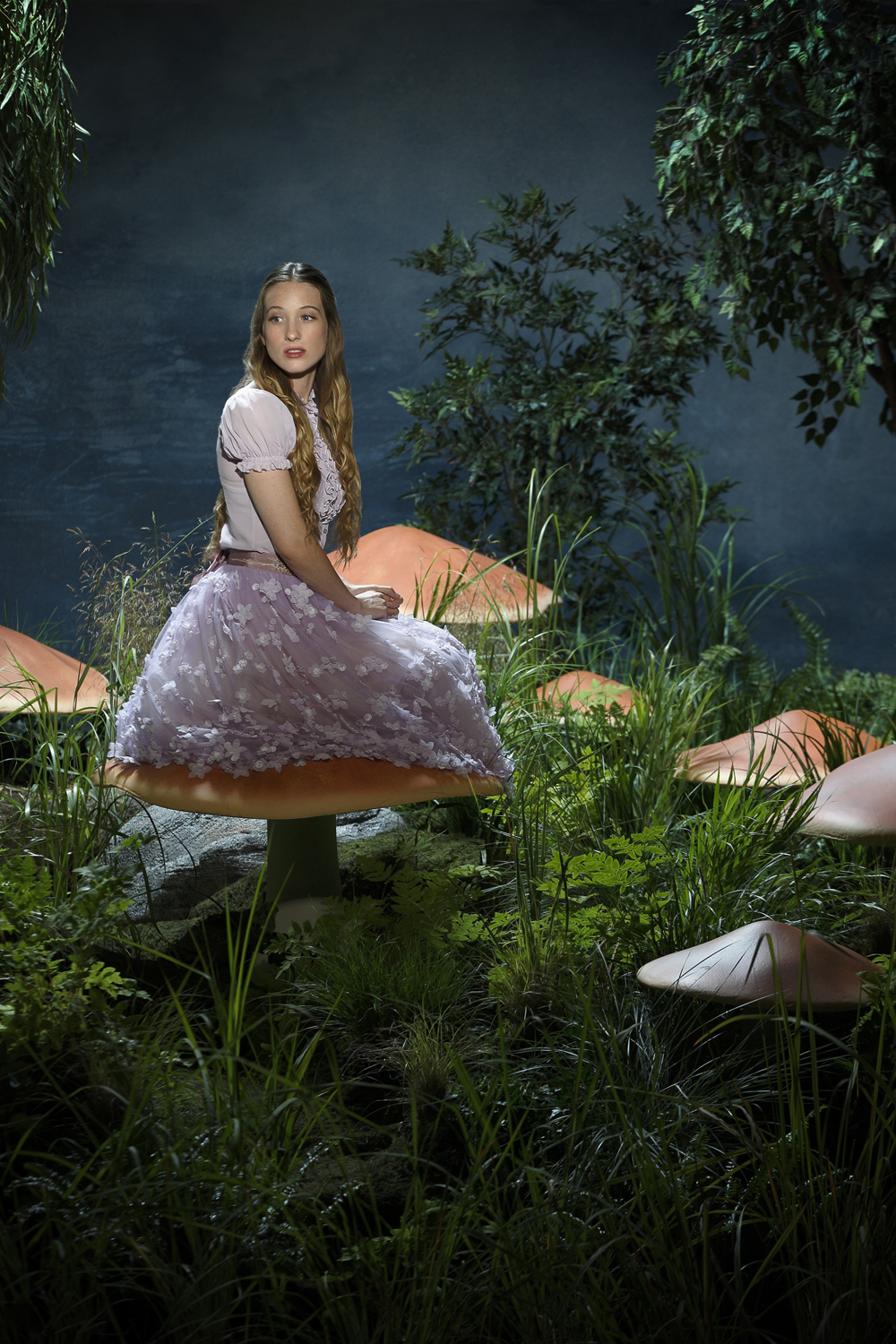 http://www.scifistream.com/wp-content/gallery/once-wonderland-cast-photos/cast_season1_alice.jpg